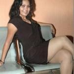 photo de femme arabe en robe noir sexy