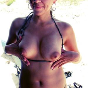 Arabe mature de Calais seins nues